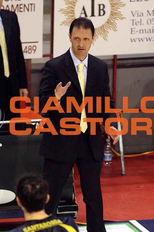 DESCRIZIONE : Pistoia Lega A2 2008-09 Carmatic Pistoia Harem Scafati<br /> GIOCATORE : Coach Gramenzi Franco <br /> SQUADRA : Harem Scafati<br /> EVENTO : Campionato Lega A2 2008-2009<br /> GARA : Carmatic Pistoia Harem Scafati<br /> DATA : 15/02/2009<br /> CATEGORIA : <br /> SPORT : Pallacanestro<br /> AUTORE : Agenzia Ciamillo-Castoria/Stefano D'Errico