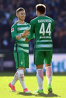FUSSBALL     1. BUNDESLIGA      29. SPIELTAG    SAISON 2016/2017  SV Werder Bremen - Hamburger SV                   16.04.2017 Freude nach dem Abpfiff: Florian Kainz und Philipp Bargfrede (v.l., beide SV Werder Bremen)