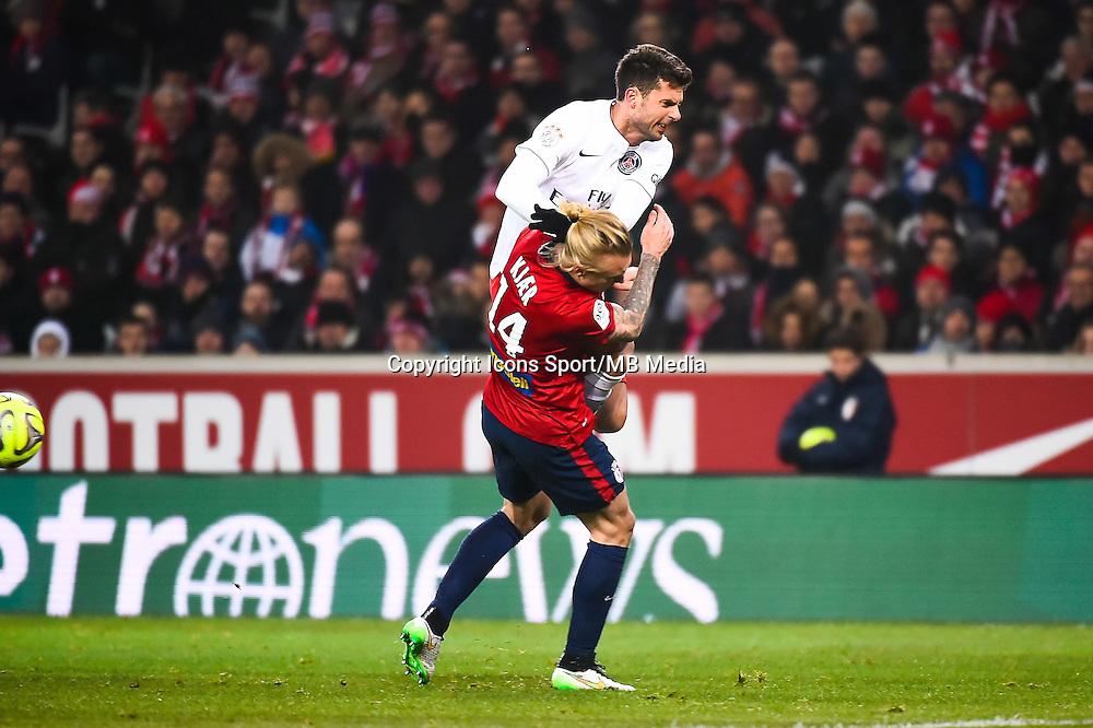 Thiago MOTTA / Simon KJAER - 03.12.2014 - Lille / Paris Saint Germain - 16eme journee de Ligue 1 -<br />Photo : Fred Porcu / Icon Sport