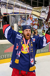 14.04.2015, Albert Schultz Eishalle, Wien, AUT, EBEL, UPC Vienna Capitals vs EC Red Bull Salzburg, Finale, 4.Spiel, EC Red Bull Salzburg ist Meister, im Bild Brett Sterling (EC Red Bull Salzburg) // during the Erste Bank Icehockey League 4th final match between UPC Vienna Capitals and EC Red Bull Salzburg at the Albert Schultz Ice Arena in Vienna, Austria on 2015/04/14. EXPA Pictures © 2015, PhotoCredit: EXPA/ Alexander Forst