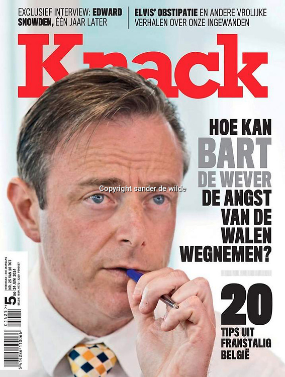 My very close up picture of Belgian winner of the elections, chewing on his pencil: Bart De Wever of N-VA on the cover of Magazine KNACK