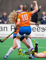BLOEMENDAAL - hockey - Competitie Landelijk meisjes : Bloemendaal MB1-Den Bosch MB1 (1-1). Vreugde bij Florence ter Brugge nadat ze heeft gescoord.  COPYRIGHT KOEN SUYK