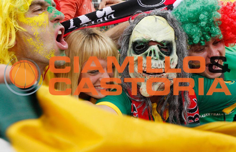 DESCRIZIONE : Lodz Poland Polonia Eurobasket Men 2009 Qualifying Round Lituania Slovenia Lithuania Slovenia <br /> GIOCATORE : Tifosi Supporters Fans Lituania Lithuania<br /> SQUADRA : Lituania Lithuania<br /> EVENTO : Eurobasket Men 2009<br /> GARA : Lituania Slovenia Lithuania Slovenia <br /> DATA : 12/09/2009 <br /> CATEGORIA :<br /> SPORT : Pallacanestro <br /> AUTORE : Agenzia Ciamillo-Castoria/M.Kulbis<br /> Galleria : Eurobasket Men 2009 <br /> Fotonotizia : Lodz Poland Polonia Eurobasket Men 2009 Qualifying Round Lituania Slovenia Lithuania Slovenia <br /> Predefinita :