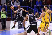 DESCRIZIONE : Porto San Giorgio Lega A 2013-14 Sutor Montegranaro Granarolo Bologna<br /> GIOCATORE : Casper Ware<br /> CATEGORIA : passaggio penetrazione<br /> SQUADRA : Granarolo Bologna<br /> EVENTO : Campionato Lega A 2013-2014<br /> GARA : Sutor Montegranaro Granarolo Bologna<br /> DATA : 16/02/2014<br /> SPORT : Pallacanestro <br /> AUTORE : Agenzia Ciamillo-Castoria/C.De Massis<br /> Galleria : Lega Basket A 2013-2014  <br /> Fotonotizia : Porto San Giorgio Lega A 2013-14 Sutor Montegranaro Granarolo Bologna<br /> Predefinita :