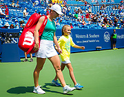 Simona Halep of Romania walks onto the court for the final of the 2018 Western and Southern Open WTA Premier 5 tennis tournament, Cincinnati, Ohio, USA, on August 19th 2018 - Photo Rob Prange / SpainProSportsImages / DPPI / ProSportsImages / DPPI