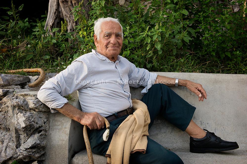Nocelle, Italia - Giuseppe, contadino, ritratto in un momento di relax a Nocelle.<br /> Ph. Roberto Salomone