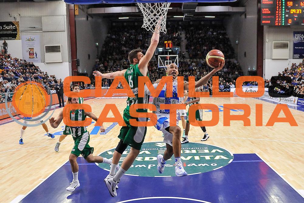 DESCRIZIONE : Campionato 2014/15 Dinamo Banco di Sardegna Sassari - Sidigas Scandone Avellino<br /> GIOCATORE : David Logan<br /> CATEGORIA : Tiro Penetrazione Sottomano<br /> SQUADRA : Dinamo Banco di Sardegna Sassari<br /> EVENTO : LegaBasket Serie A Beko 2014/2015<br /> GARA : Dinamo Banco di Sardegna Sassari - Sidigas Scandone Avellino<br /> DATA : 24/11/2014<br /> SPORT : Pallacanestro <br /> AUTORE : Agenzia Ciamillo-Castoria / Luigi Canu<br /> Galleria : LegaBasket Serie A Beko 2014/2015<br /> Fotonotizia : Campionato 2014/15 Dinamo Banco di Sardegna Sassari - Sidigas Scandone Avellino<br /> Predefinita :