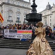 Piccadilly Circus. London, England, UK. 28th October 2017. Activists celebrete Catalonia, declared indenpendce from Spain colonialism with 'yes' vote of 90% on only 43% turn-out?
