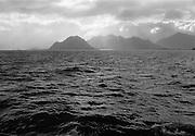 Med båt från Lovund i Norska skärgården