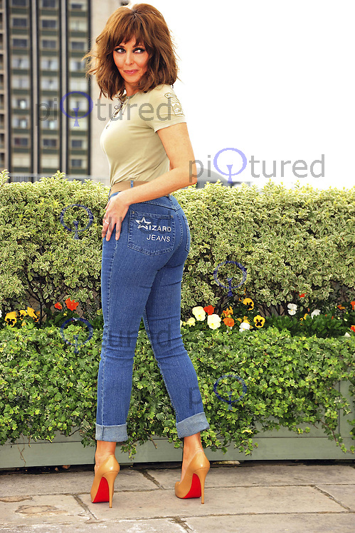 Carol Vorderman wins Wizard Jeans Rear Of The Year Award 2011, Dorchester Hotel, London, UK, 08 June 2011:  Contact: Rich@Piqtured.com +44(0)7941 079620 (Picture by Alan Roxborough)