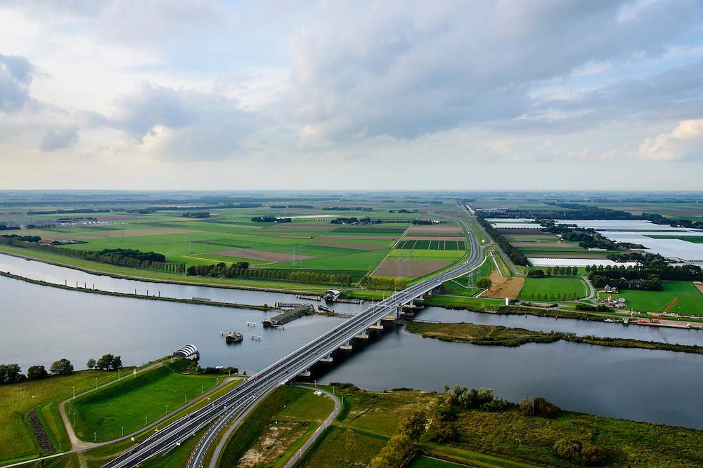 Nederland, Overijssel, Fleovoland, 10-10-2014; Ramspolbrug en N50, rechts Zwarte Meer links Ketelmeer. Balgstuw bij Ramspol.<br /> Waterway next to one of the new polders.<br /> luchtfoto (toeslag op standard tarieven);<br /> aerial photo (additional fee required);<br /> copyright foto/photo Siebe Swart