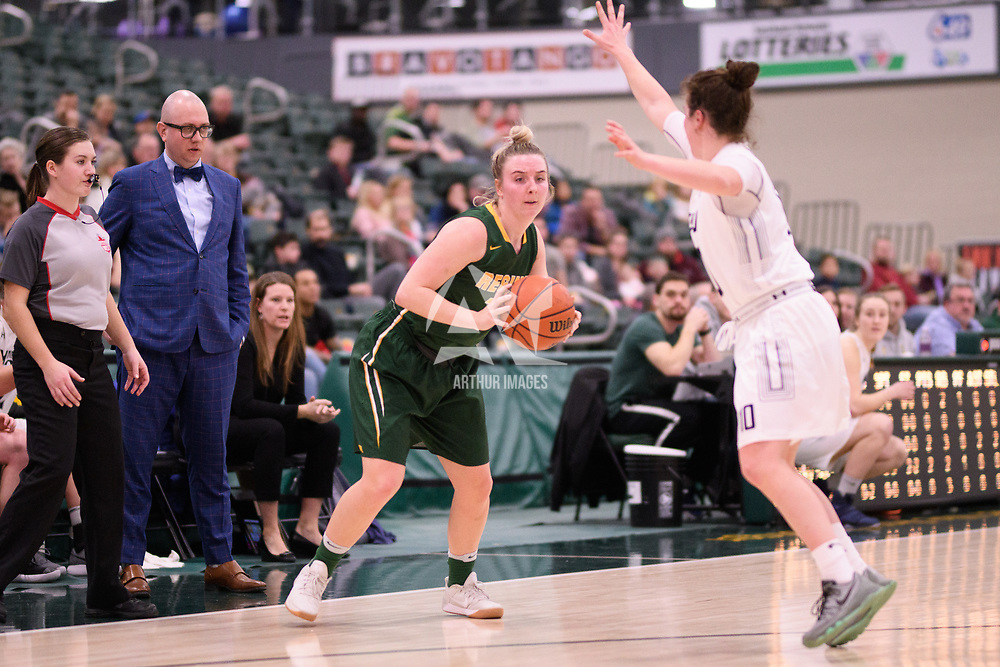 5th year guard Sara Hubenig (7) of the Regina Cougars during the Women's Basketball home game on January 6 at Centre for Kinesiology, Health and Sport. Credit: Arthur Ward/Arthur Images