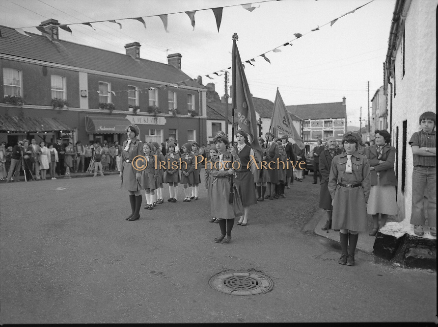 "The Carlingford Oyster Festival.1982.19.08.1982..08.19.1982.19th August 1982..Pictures and Images of the Carlingford Oyster Festival... The Minister For Fisheries and Forestry Mr Brendan Daly officially opened  The Carlingford Oyster Festival. The Chairman of the organising committee was Mr. Joe McKevitt..""The Oyster Pearl"" was Ms Deirdre McGrath.. The local Girl Guides await the Ministers arrival."
