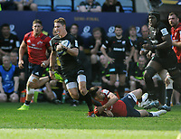 Rugby Union - 2018 / 2019 European Rugby Champions Cup - Semi-final - Saracens vs Munster<br /> <br /> David Strettle of Saracens breaks through the Munster defence At Allianz Park.<br /> <br /> Colorsport  / Andrew Cowie