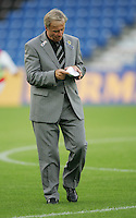 Fussball International Laenderspiel Oesterreich - Venezuela  Oesterreichs Bundestrainer Josef Hickersberger