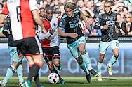 23-10-2016: Voetbal: Feyenoord v Ajax: Rotterdam<br /> <br /> (L-R) Ajax speler Kasper Dolberg aan de bal naast hem Feyenoord speler Karim El Ahmadi (l) tijdens het Eredivsie duel tussen Feyenoord en Ajax op 23 oktober in stadion Feijenoord (de Kuip) tijdens speelronde 10<br /> <br /> Eredivisie - Seizoen 2016 / 2017<br /> <br /> Foto: Gertjan Kooij