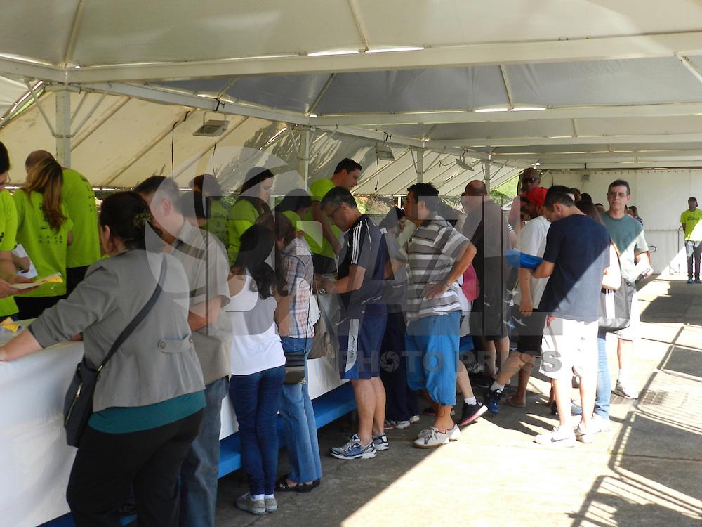 SAO PAULO, SP, 03 DE AGOSTO DE 2013 – CORRIDA/CAMINHADA ESPERANÇA, entrega de kits no Estádio do Pacaembu, Pça Charles Miller até as 17hs. A corrida acontece amanhã (04) e percorre as ruas da região do Pacaembu, em São Paulo. FOTO: MAURICIO CAMARGO/ BRAZIL PHOTO PRESS.