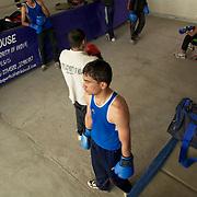 Un moment de pause de l'entraînement dans le gymnase du Bhiwani Boxing Club de Bhiwani, petite ville rurale à trois heure de route de Delhi