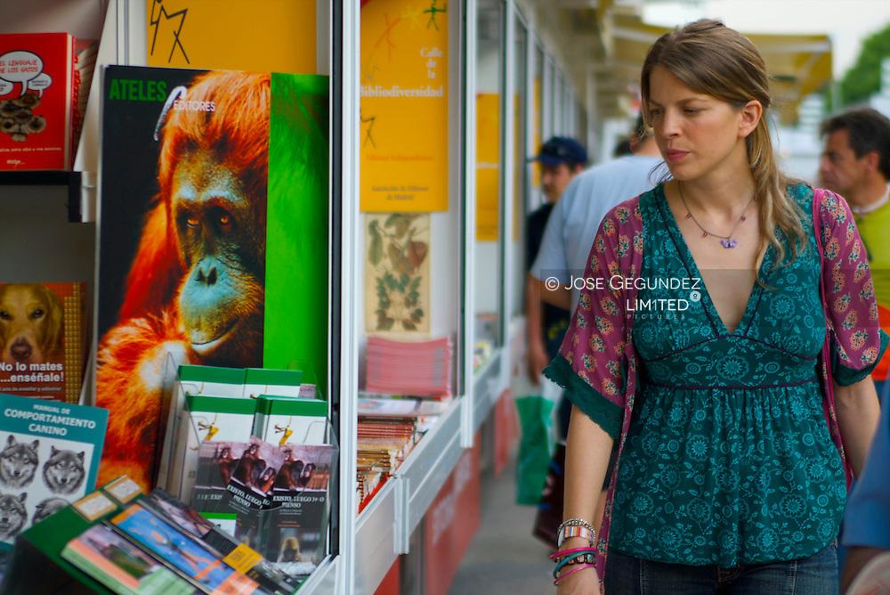 Feria del libro de Madrid en el Paseo de Coches del Parque del Retiro