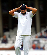 Photo © ANDREW FOSKER / SPORTZPICS 2008 -  A frustrating day in the field for Monty Panesar  - England v South Africa - 09/08/08 - Fourth nPower Test Match -  Day 3 - The Brit Oval - London - UK - All rights reserved