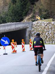 THEMENBILD - Für die Durchführung von Bauarbeiten an einer Lawinengalerie Holztal ist die Felbertauernstrasse entlang der Südzufahrt zum Felbertauerntunnel in Osttirol in den Nächten von, Montag, den 18.04.2016 auf Dienstag, den 19.04.2016, Dienstag, den 19.04.2016 auf Mittwoch, den 20.04.2016, Mittwoch, den 20.04.2016 auf Donnerstag, den 21.04.2016 , jeweils in den Nachtstunden von 22:00 Uhr bis 05:00 Uhr gesperrt. EXPA Pictures © 2015, PhotoCredit: EXPA/ Johann Groder