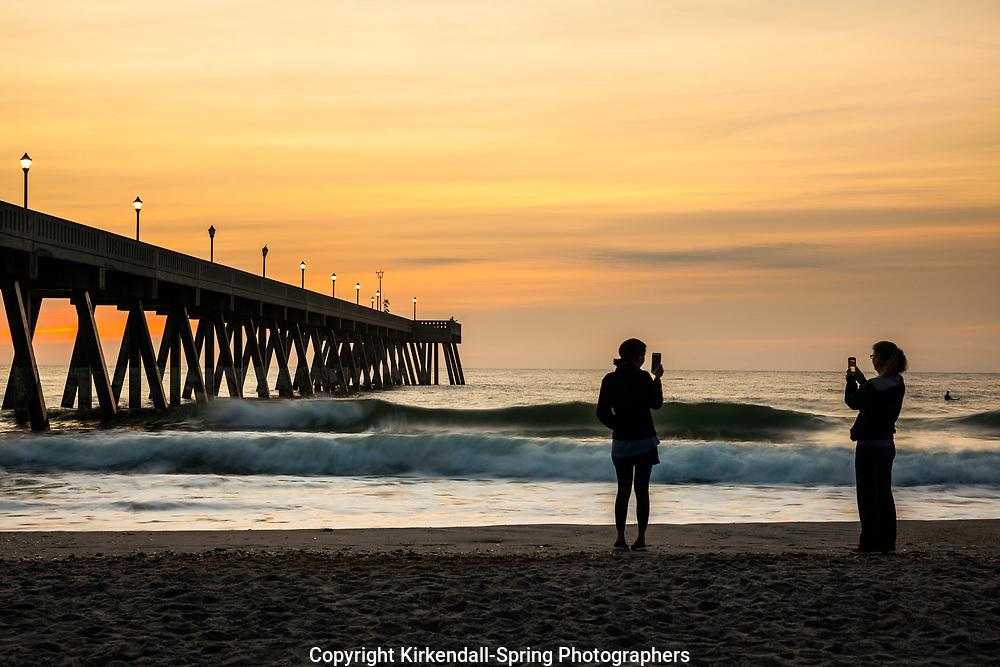 NC00932-00...NORTH CAROLINA - Sunrise at Johnnie Mercer Pier on Wrightsville Beach.