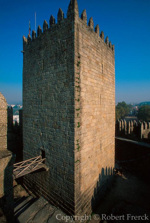 PORTUGAL, NORTH, MINHO Guimaraes, castle tower keep