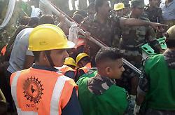 November 20, 2016 - Allahabad, Uttar Pradesh, India - Rescue workers on work after Indore-RajendraNager Express derailed at Pokhraya station near Kanpur. (Credit Image: © Prabhat Kumar Verma/Pacific Press via ZUMA Wire)