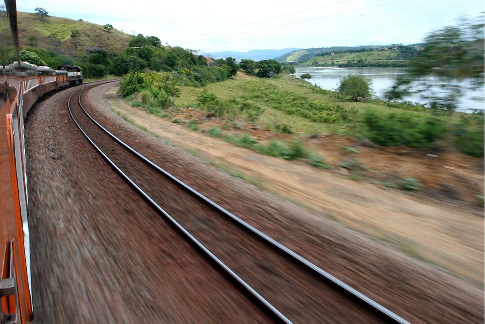 Belo Horizonte, 26/27 de Fevereiro de 2006. ..Imagens captadas do trem de passageiros da estrada de ferro vitoria-minas para formataÁ,,o do projeto Vai de Trem.....