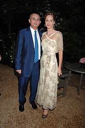 TRINNY WOODALL and her husband JONNY ELICHAOFF at the annual Cartier Chelsea Flower Show dinner held at the Chelsea Physic Garden, London on 21st May 2007.<br /><br />NON EXCLUSIVE - WORLD RIGHTS