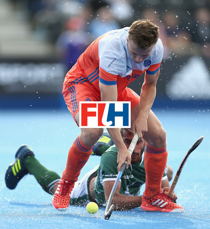 LONDON, ENGLAND - JUNE 15:  Thijs van Dam of the Netherlands in action during the Hero Hockey World League Semi Final match between Netherlands and Pakistan at Lee Valley Hockey and Tennis Centre on June 15, 2017 in London, England.  (Photo by Alex Morton/Getty Images)