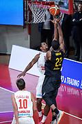 DESCRIZIONE : Varese FIBA Eurocup 2015-16 Openjobmetis Varese Telenet Ostevia Ostende<br /> GIOCATORE : Kyle Gibson<br /> CATEGORIA : Tiro<br /> SQUADRA : Telenet Ostevia Ostende<br /> EVENTO : FIBA Eurocup 2015-16<br /> GARA : Openjobmetis Varese - Telenet Ostevia Ostende<br /> DATA : 28/10/2015<br /> SPORT : Pallacanestro<br /> AUTORE : Agenzia Ciamillo-Castoria/M.Ozbot<br /> Galleria : FIBA Eurocup 2015-16 <br /> Fotonotizia: Varese FIBA Eurocup 2015-16 Openjobmetis Varese - Telenet Ostevia Ostende