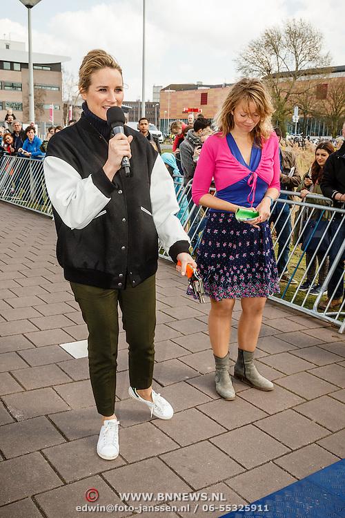 NLD/Amsterdam/20160403 - Rokjesdaglop 2016, start door Lieke van Lexmond en ..........