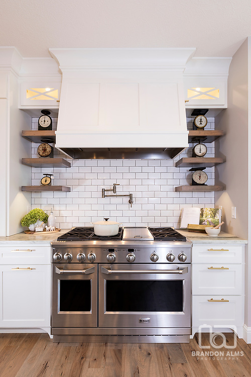 A modern farmhouse kitchen stove. Photo by Brandon Alms Photography