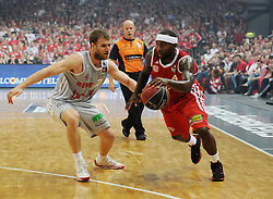 06.06.2013, Stechert Arena, Bamberg, GER, 1. BBL, 5. Playoff Halbfinale, Brose Baskets Bamberg vs FC Bayern Muenchen, im Bild Anton Gavel (25, Brose Baskets Bamberg) gegen Tyrese Rice (4, FC Bayern Muenchen) // during the 5th playoff semifinal match of germans 1st basketbal Bundesliga between Brose Baskets Bamberg and FC Bayern Munich ath the Stechert Arena, Bamberg, Germany on 2013/06/06. EXPA Pictures &copy; 2013, PhotoCredit: EXPA/ Eibner/ Hans Martin Issler<br /> <br /> ***** ATTENTION - OUT OF GER *****