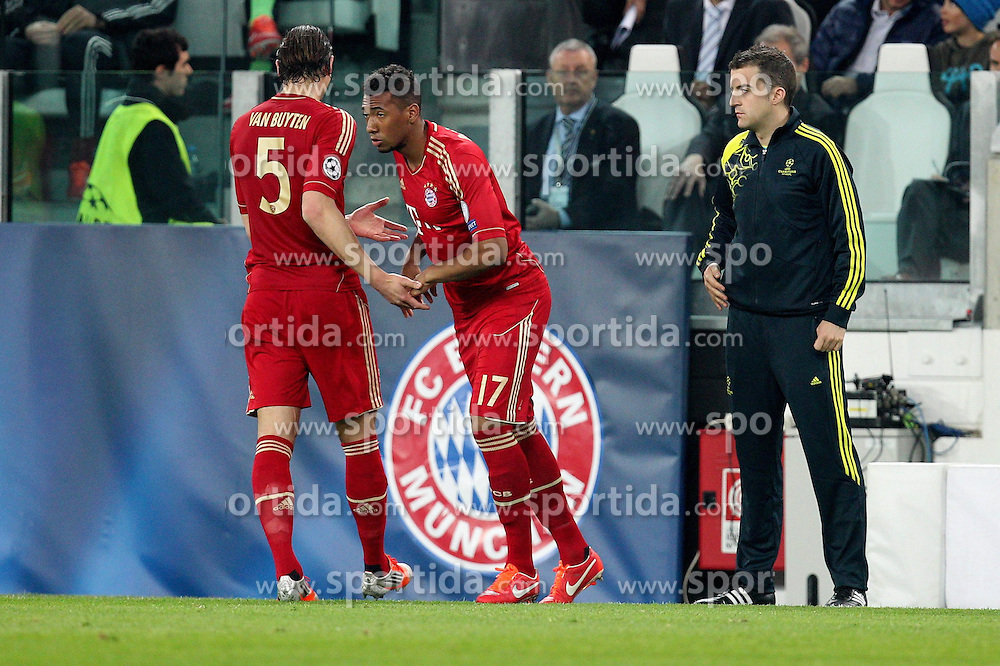 10.04.2013, Juventus Stadium, Turin, ITA, UEFA Champions League, Juventus Turin vs FC Bayern Muenchen, Viertelfinale, Rueckspiel, im Bild Auswechslung von Daniel VAN BUYTEN #5 (FC Bayern Muenchen) fuer ihn kommt Jerome BOATENG #17 (FC Bayern Muenchen) // during the UEFA Champions League best of eight 2nd leg match between Juventus FC and FC Bayern Munich at the Juventus Stadium, Torino, Italy on 2013/04/10. EXPA Pictures © 2013, PhotoCredit: EXPA/ Eibner/ Kolbert..***** ATTENTION - OUT OF GER *****