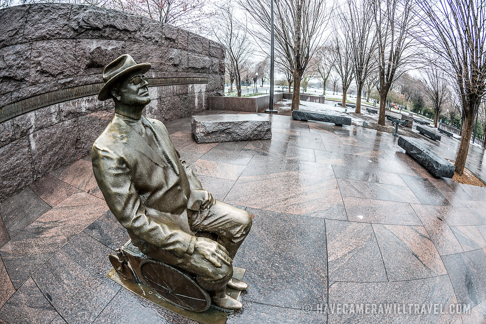 FDR-in-Wheelchair-Statue-at-the-Franklin
