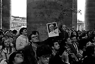 Rome April 1  1985    World assembly of the young people catholics in Piazza San Pietro.  A young man shows a picture of Pope John Paul II, facing the window waiting  the papal Angelus.<br /> Roma, 1 aprile 1985 Assemblea mondiale dei giovani cattolici in Piazza San Pietro.  Un giovane mostra la foto di Papa Paolo Giovanni II, rivolto verso la finestra papale in attesa dell'angelus