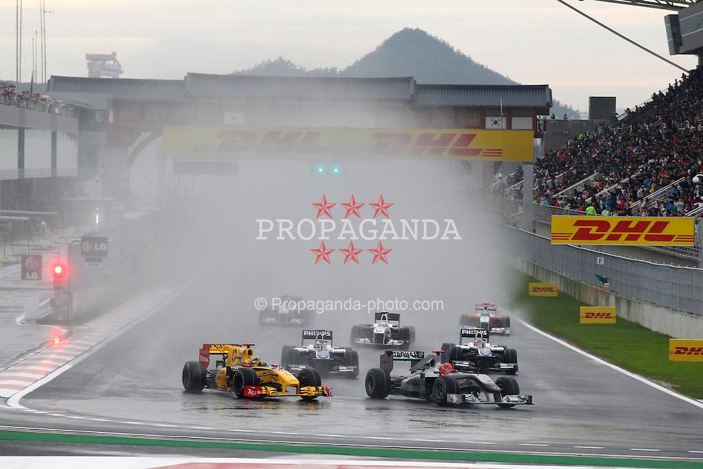Motorsports / Formula 1: World Championship 2010, GP of Korea, 11 Robert Kubica (POL, Renault F1 Team), 03 Michael Schumacher (GER, Mercedes GP Petronas),