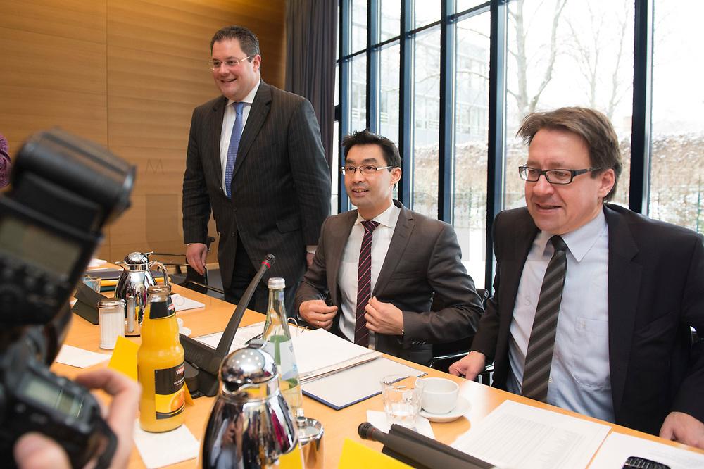21 JAN 2013, BERLIN/GERMANY:<br /> Patrick Doering, FDP Generalsekretaer, Philipp Roesler, FDP Bundesvorsitzender, und Stefan Birkner, FDP Landesvorsitzender Niedersachsen, (v.L.n.R.), vor Beginn der Sitzung des FDP Bundesvorstandes nach den Landtagswahlen in Niedersachsen, Thomas-Dehler-Haus<br /> IMAGE: 20130121-01-007<br /> KEYWORDS: Philipp Rösler, Patrik Döring