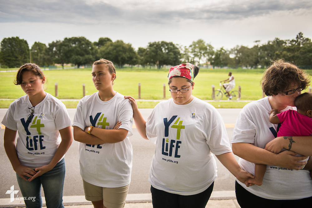 "(L-R) Kirsten Stone, Georgiana ""Maddie"" McLoren, Andrea ""Andy"" Stone, and Deaconess Alyssa St. Georges of Lutheran Church of the Redeemer in Sanford, Fla., and her daughter Lylah St. Georges, pray outside a Planned Parenthood in Orlando, Fla., during the Y4Life servant event on Saturday, Sept. 12, 2015. LCMS Communications/Erik M. Lunsford"