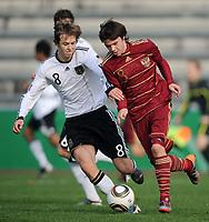 Fotball<br /> Tyskland v Russland<br /> 16.11.2010<br /> Foto: Witters/Digitalsport<br /> NORWAY ONLY<br /> <br /> v.l. Matti Steinmann (Deutschland), Lomakin Alexander (Russland)<br /> U16 Testspiel, Deutschland - Russland