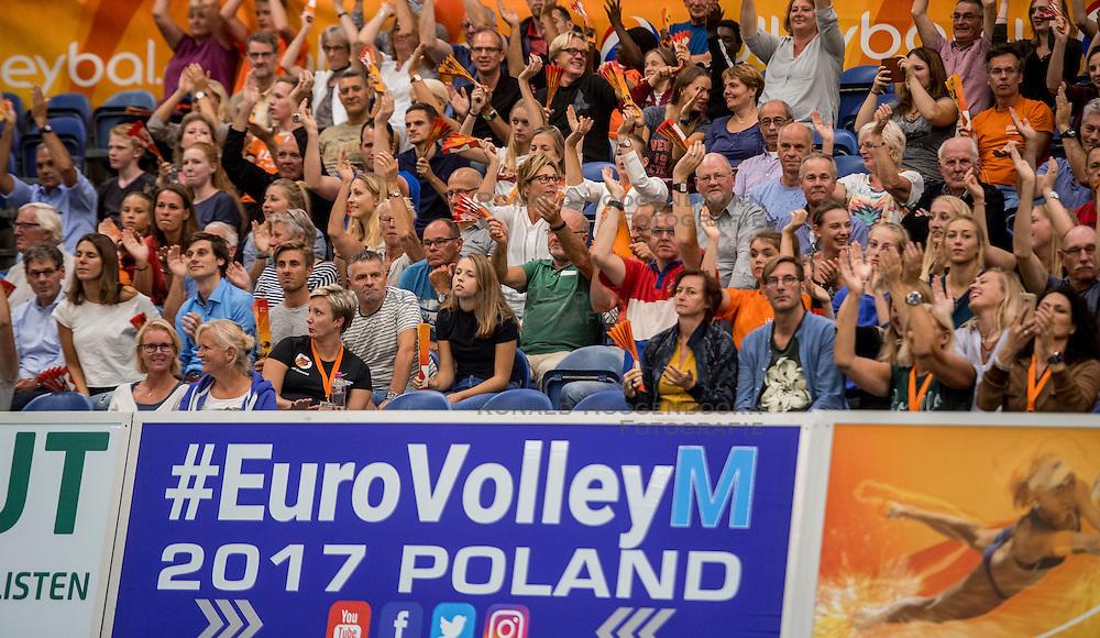 23-09-2016 NED: EK Kwalificatie Nederland - Oostenrijk, Koog aan de Zaan<br /> Nederland wint met 3-0 van Oostenrijk / Support publiek Oranje support