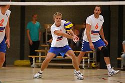 06-10-2012 VOLLEYBAL: 1STE DIVISIE KING SOFTWARE VCN - PARTICOLARE : CAPELLE AAN DEN IJSSEL<br /> Sjuul Zeekaf, Particolare passt de bal<br /> ©2012-FotoHoogendoorn.nl / Pim Waslander
