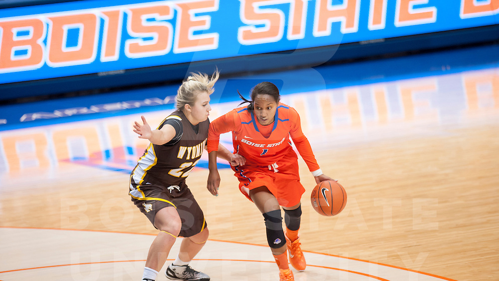 Women's Basketball vs. Wyoming, Wankun Sirichotiyakul Photo