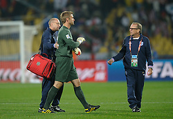 12.06.2010, Sandton - Nelson Mandela Square, Johannesburg, RSA, FIFA WM 2010, 3D television, im Bild Robert Green of England is consoled by the coaching staff as he leaves the pitch, EXPA Pictures © 2010, PhotoCredit: EXPA/ IPS/ Mark Atkins / SPORTIDA PHOTO AGENCY