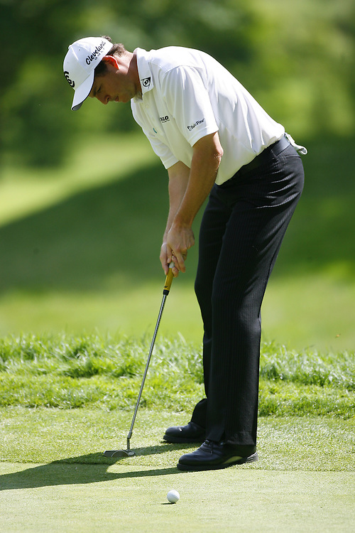 hole during the second round of the Barclays Classic at the Westchester Country Club in Rye, New York, Friday 9 June 2006.