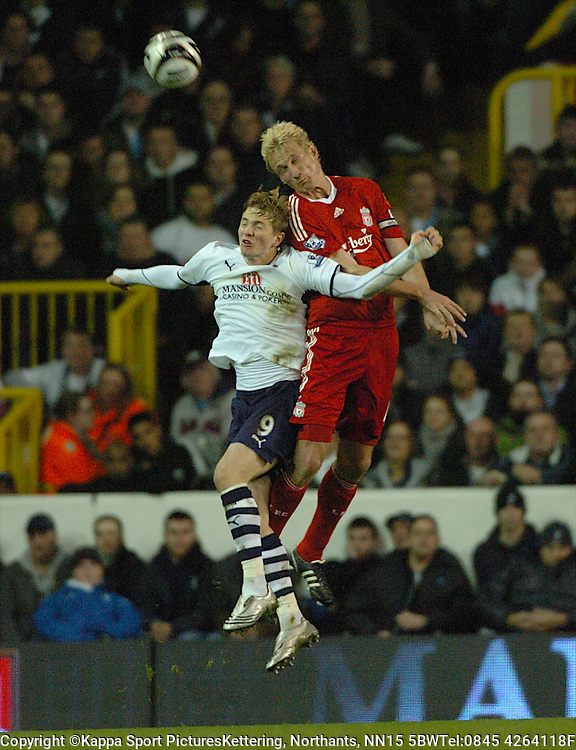 LIVERPOOL SAMI HYYPIA, HOLDS OF TOTTENHAM HOTSPUR ROMAN PAVLYUCHENKO, Tottenham Hotspur - Liverpool, Carling Cup White Hart Lane Wednesday 12th November 2008, 12/11/08