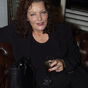 Opening Utrechts Filmfestival, premiere de Grot, Willeke van Ammelrooy met glas champagne