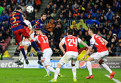 Sergio Busquets of Barcelona fires a header at goal  - Mandatory byline: Matt McNulty/JMP - 16/03/2016 - FOOTBALL - Nou Camp - Barcelona,  - FC Barcelona v Arsenal - Champions League - Round of 16